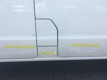 フロントドアからスライドドアにかけての傷 / 和歌山の板金塗装・自動車修理はプロモワカヤマ