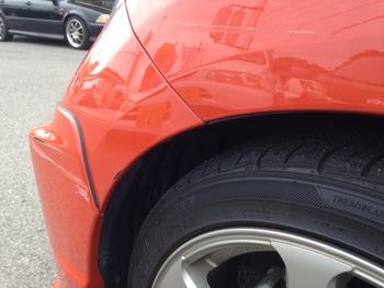 左フロントスポイラーと左フロントフェンダー修理!フィット / 和歌山の板金塗装・自動車修理はプロモワカヤマ