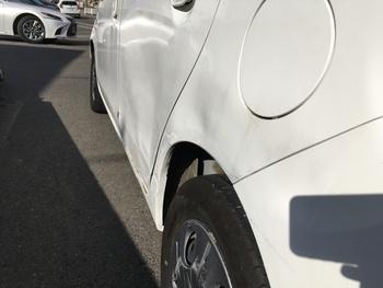 ホンダ「ライフ」当てた先の色が移るキズ / 和歌山の板金塗装・自動車修理はプロモワカヤマ