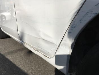 ホンダ「ライフ」Rドア、ステップからクォーターにかけて / 和歌山の板金塗装・自動車修理はプロモワカヤマ