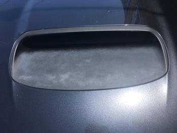 スバル「インプレッサ」ボンネットのダクトの塗装 / 和歌山の板金塗装・自動車修理はプロモワカヤマ