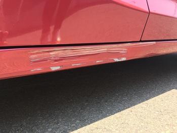 ホンダ「フィット」の赤いボディ右ステップ / 和歌山の板金塗装・自動車修理はプロモワカヤマ