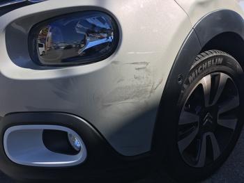 シトロエン「C3」、フロントバンパ左側キズ修理 / 和歌山の板金塗装・自動車修理はプロモワカヤマ