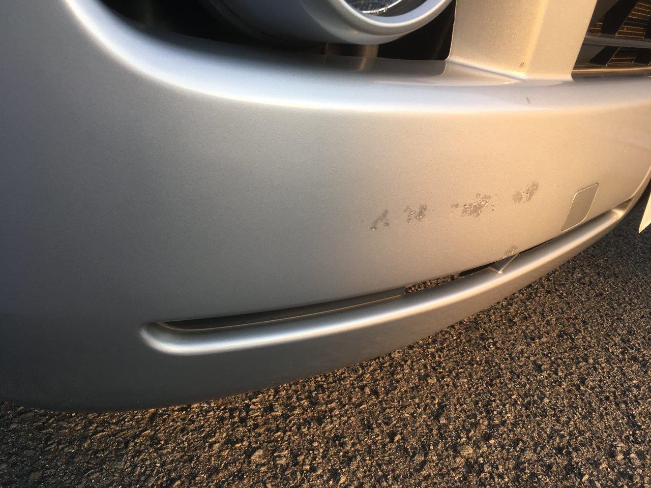 トヨタ「ハイエース」フロントバンパ右側修理 / 和歌山の板金塗装・車修理はプロモワカヤマ